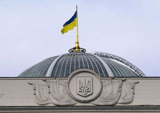 Нардепы решили, что украинцы будут активнее платить кредиты и штрафы, если пообещать им забрать жилье