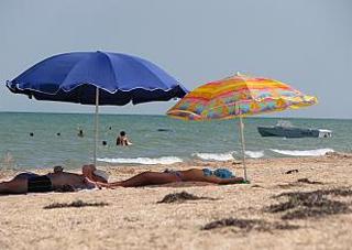 Пляжів багато, а купатись ніде!