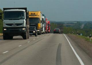 Вантажівкам заборонять у спеку їздити трасами