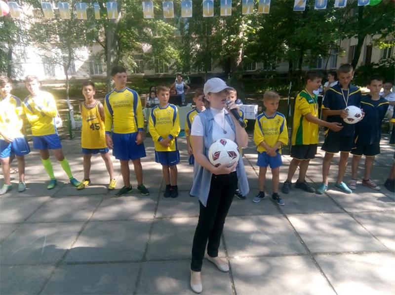 М'ячі від Мангера херсонським дітям