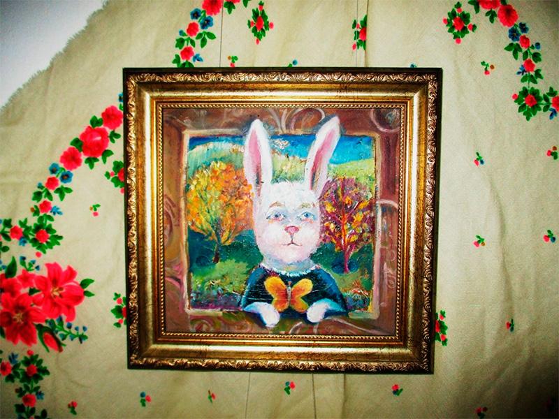 В выставочном зале Херсона можно посмотреть на вышитых чеширских котов, волкособов и волшебных кролей