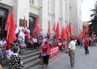 Красные флаги у «белого дома»