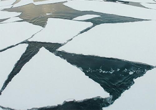 Навигация во льдах: к Херсону пошли караваны сухогрузов