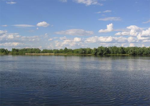 Рибалки Нової Каховки вимагають повернути їм Дніпро