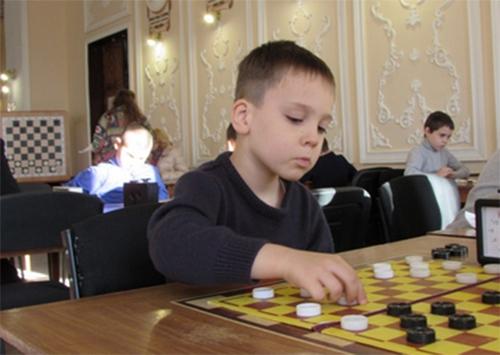 5-летний херсонец утер нос взрослым шашистам
