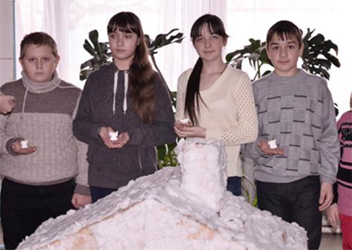 Діти Херсонщини виготовили обереги для бійців АТО