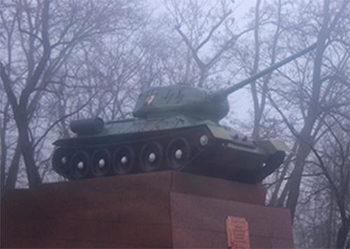Провокатори спаплюжили два пам'ятники у центрі Херсона