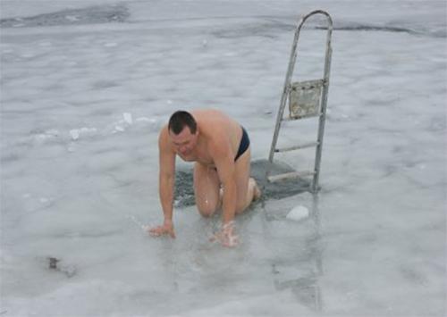 В Каховке состоялись традиционные Крещенские купания
