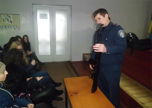 На Херсонщині міліціонери провели екскурсію для старшокласників