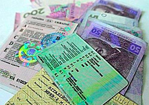 Очередного торговца водительскими «правами» разоблачили на Херсонщине