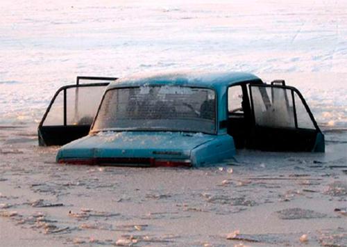 На Херсонщине люди в машине свалились в озера