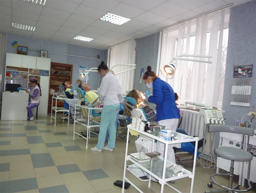 Херсонские стоматологи работают без зарплаты