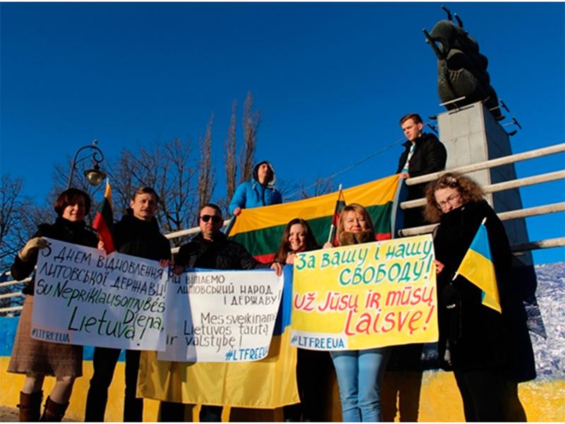 Херсонські активісти підтримали литовський народ