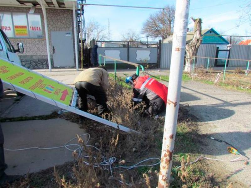 В Геническом районе демонтируют незаконные рекламные конструкции. А в Херсоне?