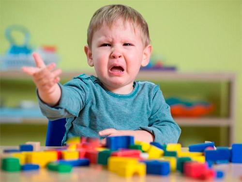 На Херсонщині торговці небезпечним мотлохом наживаються на дітях