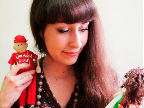 Херсонка рассказала о своей звездной коллекции кукол