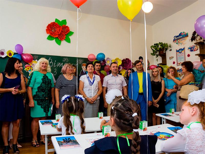 Колективи шкіл Олешківського району привітали із Днем знань