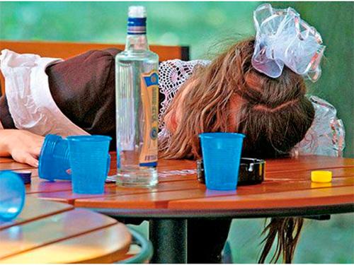 Пьяные бантики и ранение помидором в Херсоне