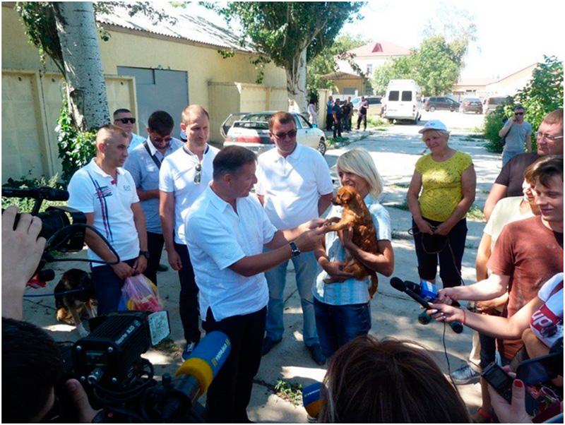 Херсонские собаки были рады гостю из столицы