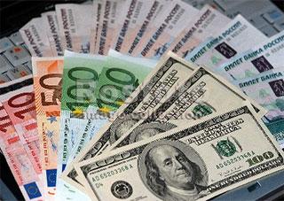 Долар підскочив на 38 копійок, а євро продають по 15,5 гривні