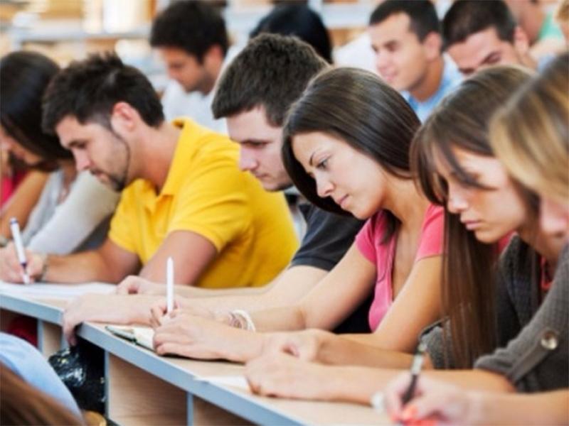 Технікумам і коледжам хочуть дозволити ще три роки проводити набір молодших спеціалістів