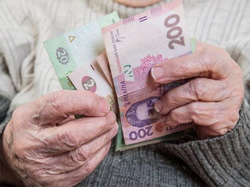 Херсонським пенсіонерам доведеться обирати: або зарплату – або пенсію