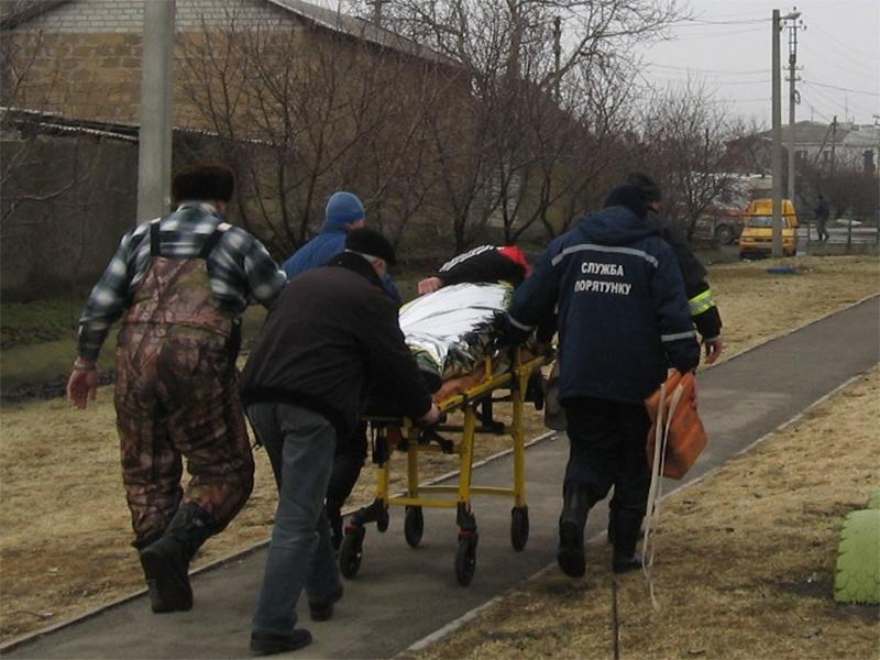 Білозерські рятувальники надали допомогу  травмованому рибалці