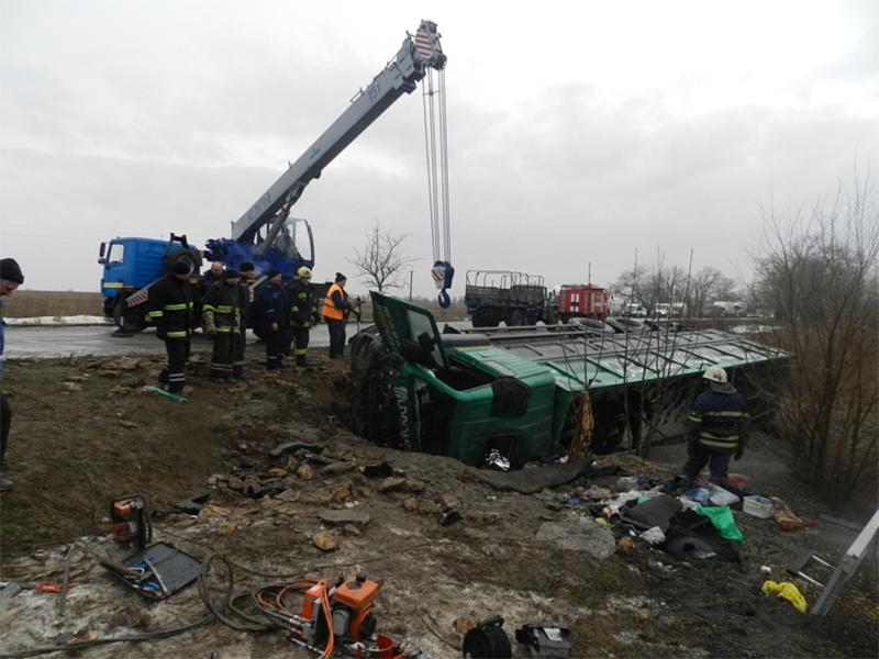 Спасательная операция на дороге под Херсоном шла более девяти часов