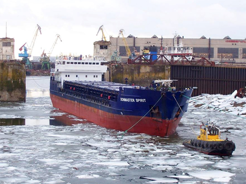 Херсонские судостроители прорвали ледовую блокаду