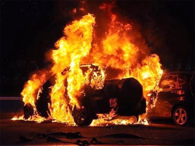 В Херсоне горят машины чиновников