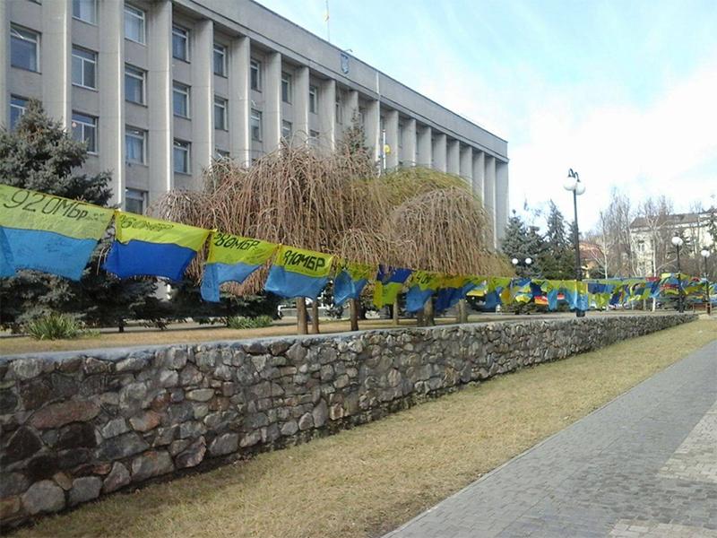 В Херсон привезли боевые флаги