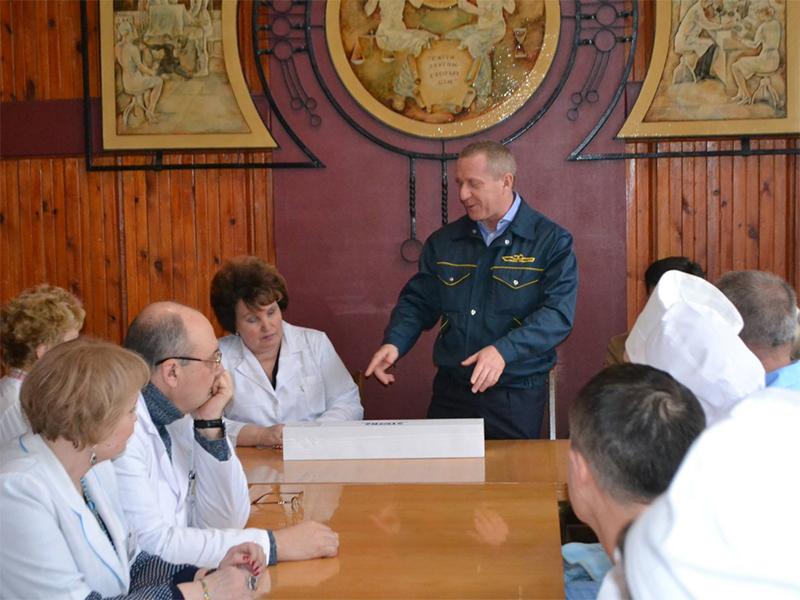Смарт Меритайм Групп передал больнице Лучанского аппарат, который поможет выздоровлению сотен херсонцев