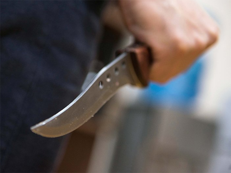 Орудием воспитания херсонец выбрал нож
