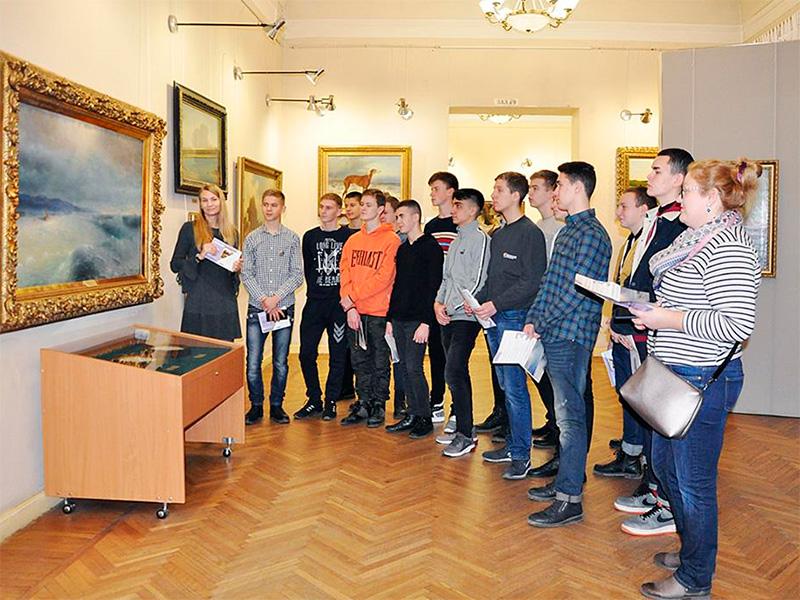 В Херсонському художньому музеї є що запропонувати молоді