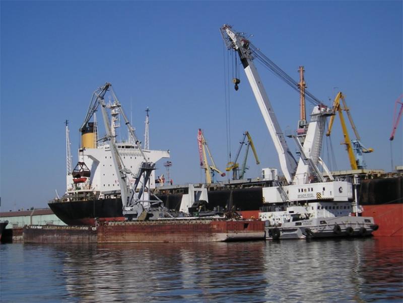 Херсонских портовиков водят за нос киевские чиновники