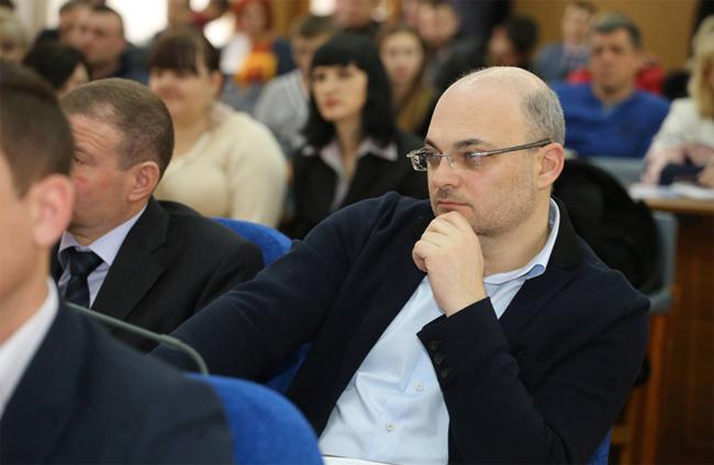 Херсонский депутат-титушка исключает коллег из своей фракции