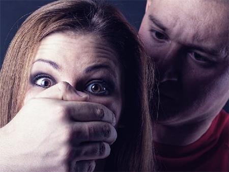 Долг «натурой» решил взыскать с жены своего знакомого ранее судимый житель Скадовска