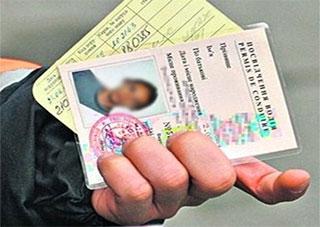 С мая почти вдвое подешевеют водительские права и техпаспорта