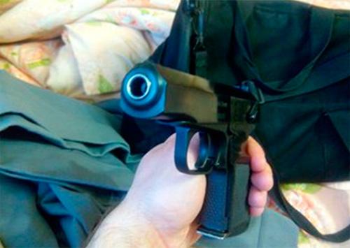 Херсонец в пеленках отыскал пистолет