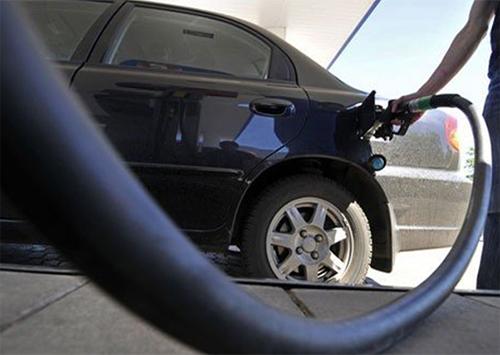 Хозяева дорогих лимузинов не брезгуют мошенничеством на АЗС в Херсонской области