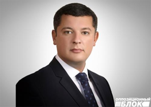 """Егор Устинов: Правительство действует по принципу """"нищими проще управлять"""""""