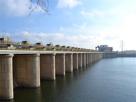На Херсонщине отец с сыном спрыгнули с Каховской гидроэлектростанции