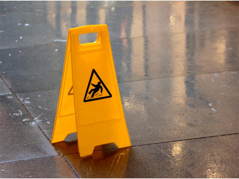 В Херсоне охранник ювелирного салона пострадал на работе