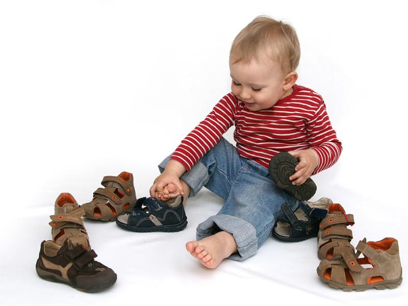 Взуття для херсонської малечі надіслали британці