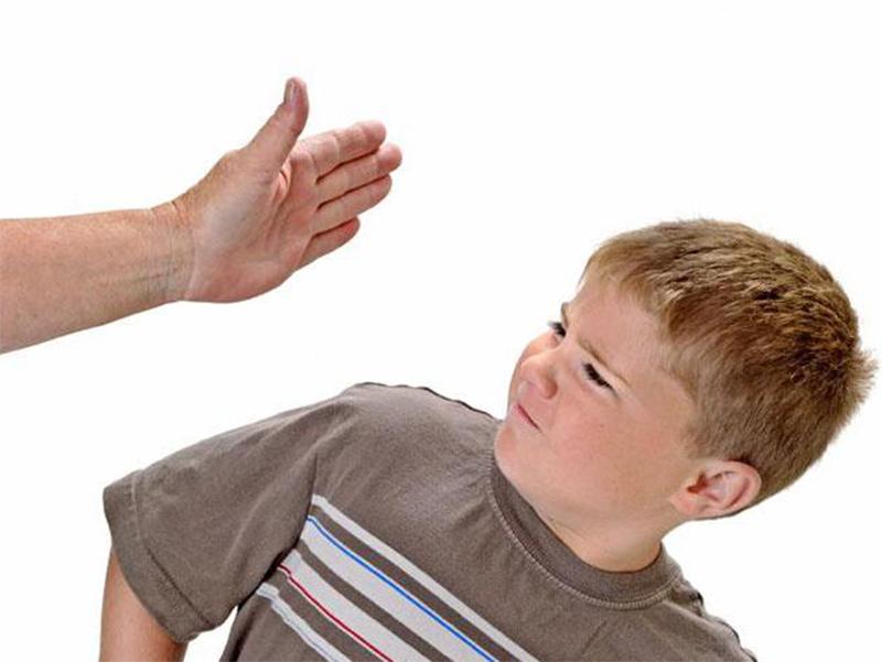 Отчим на Херсонщине едва не проломил голову ребенку