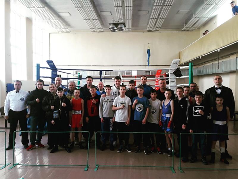Херсонские школьники удачно выступили на региональном чемпионате Украины по боксу
