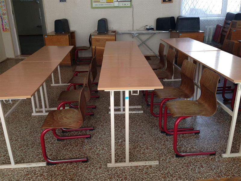 Херсонській школі подарували нові меблі