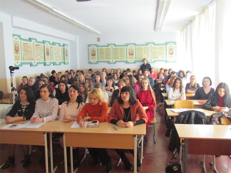 Літературна кав'ярня зібрала в ХДУ прихильників Олеся Гончара