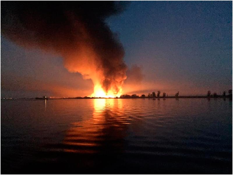 Пожары под Херсоном уже сравнивают с военными действиями