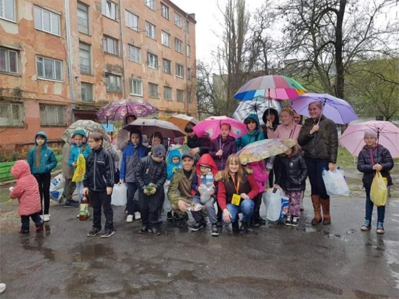 Дождь не помеха: в Херсоне провели экологический уикенд